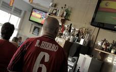 Así se vivió el Portugal-España desde el bar de la familia de Fernando Hierro en Vélez-Málaga