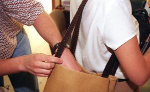 Un policía fuera de servicio detiene a un menor de 15 años por el robo del bolso a dos mujeres