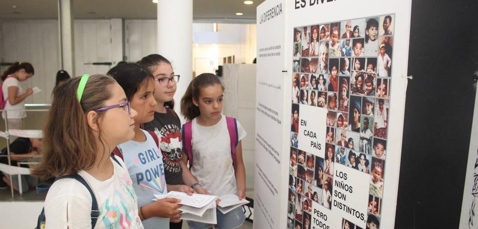Una exposición para hacer reflexionar a los adolescentes sobre las malas relaciones en el aula