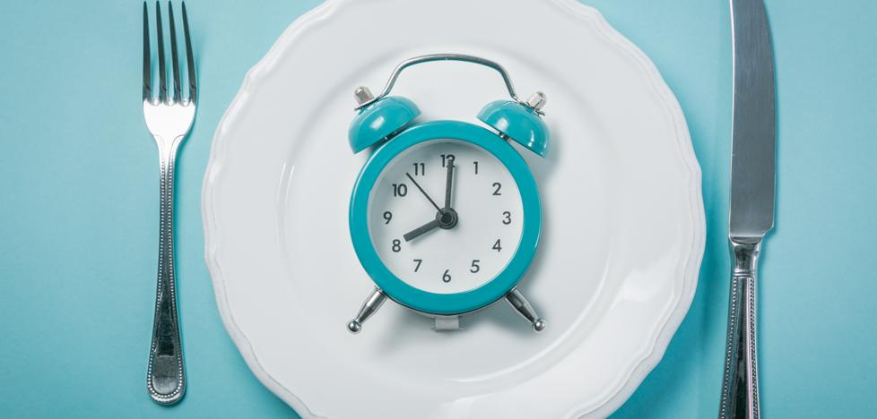 ¿Y si tu sobrepeso se debe a la hora en la que comes?