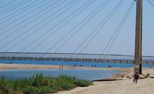 Muere un joven en la desembocadura del río Fuengirola al intentar rescatar a su perro