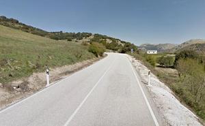 Fallece un hombre tras caer su vehículo por un barranco en Alfarnate