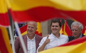Albert Rivera exhibe su «patriotismo» en Málaga para contrarrestar a Sánchez