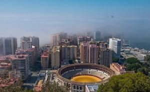 Vuelve el taró: el fenómeno que explica la niebla que cubre hoy Málaga capital