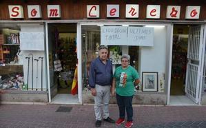 Adiós a Som Cerezo, 68 años de comercio en Nerja
