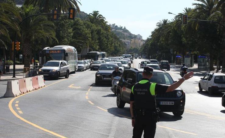 Colapso de tráfico en el centro de Málaga tras el corte de la Alameda Principal