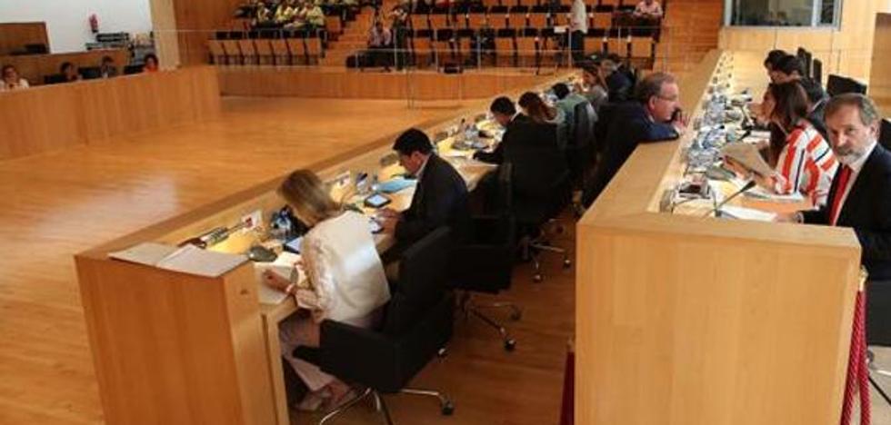 El PP lleva al pleno de la Diputación una propuesta urgente para exigir al SAS que mantenga abiertos todos los servicios este verano