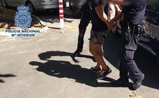 Detienen a un hombre como sospechoso de narcotizar a una conocida y violarla con juguetes eróticos