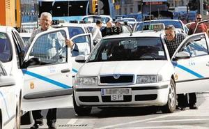Las cifras del taxi en Málaga: 11 horas diarias al volante y un salario de 21.000 euros anuales