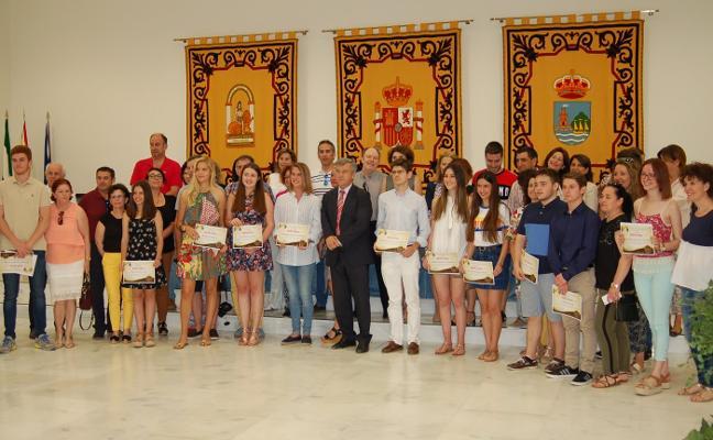 Premio a los estudiantes excelentes