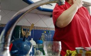 Emasa restablece el abastecimiento de agua en el Centro tras la rotura de una tubería
