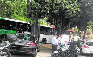 Los municipios costeros aumentan los controles policiales para vigilar a Uber y Cabify