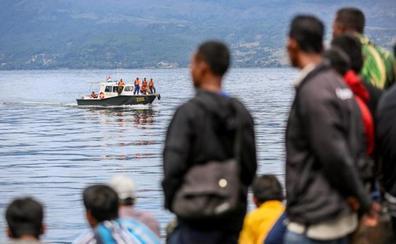 Al menos 192 desaparecidos en el naufragio de un barco en Indonesia