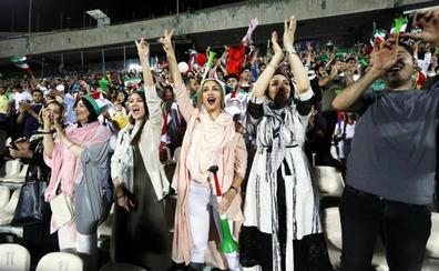Irán apaga las pantallas para borrar a las mujeres