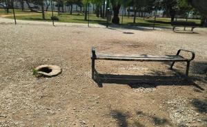 Huelin: unos parques caninos descuidados