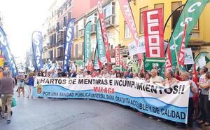 Colectivos de Málaga se unen en la calle para reclamar una sanidad mejor