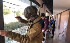 Estudiantes de Cártama cambian el folio por los cristales