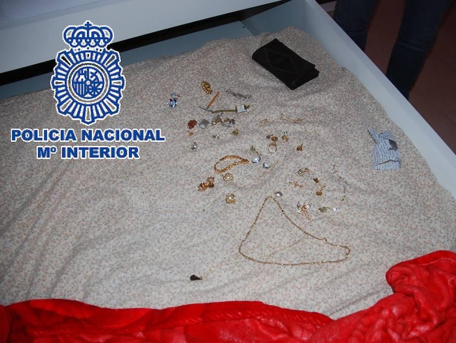 Detenida acusada de asaltar a una octogenaria dentro de su vivienda en Antequera y amenazarla con un cuchillo