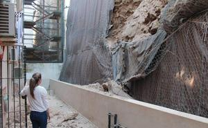 Desprendimientos en El Bajondillo de Torremolinos ponen en riesgo a decenas de vecinos