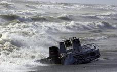 Una persecución en el Estrecho acaba con cuatro detenidos y una narcolancha incendiada