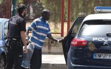 Los 315 inmigrantes llegados a Málaga, repartidos entre un polideportivo y centros de Cruz Roja