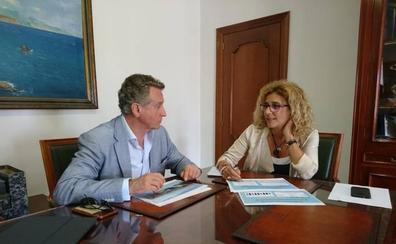 Nerja quiere aumentar las visitas de los cruceristas que llegan al Puerto de Málaga