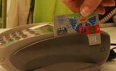 Condenan a un camarero de Málaga por coger los datos de la tarjeta de una clienta y usarlos en una web de apuestas
