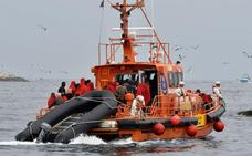Buscan una patera con 54 personas a bordo frente a las costas de Málaga