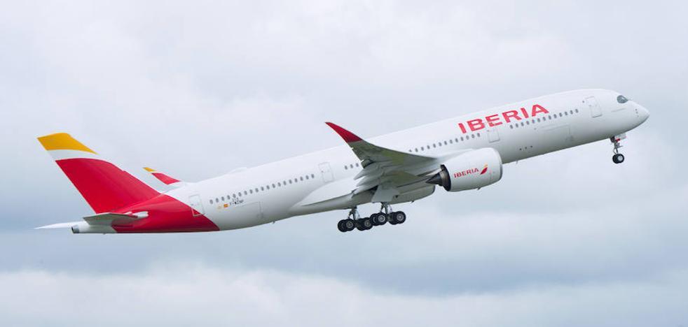 El primer Airbus A350 de Iberia aterriza en Madrid