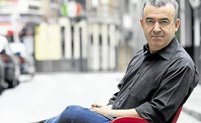 Lorenzo Silva: «Pude interponer una sociedad, pero pago el IRPF al 56%. No tomé el atajo»