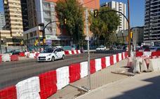 El metro cambia las barreras de seguridad en mal estado en la zona de El Corte Inglés