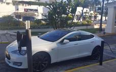 Tesla instala un 'supercargador' para coches eléctricos en la Reserva del Higuerón