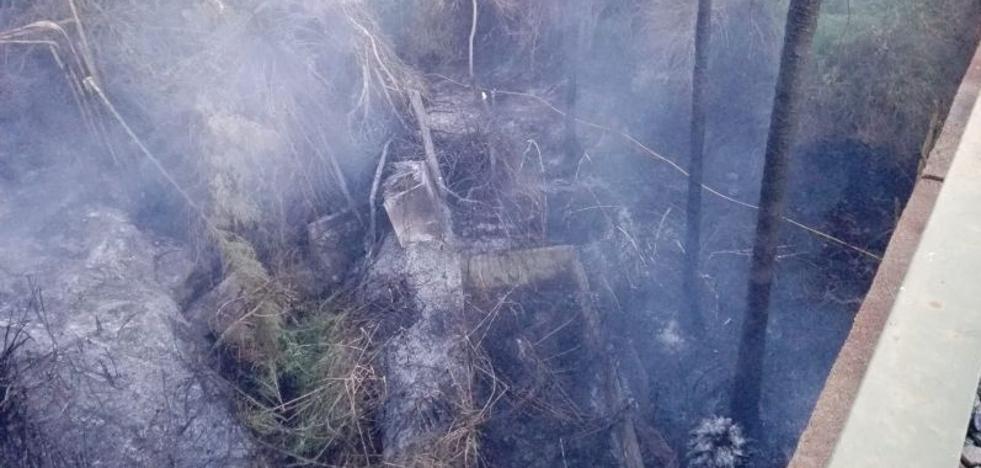Un incendio arrasa un vivero en Torremolinos