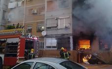 Diez personas atendidas en un aparatoso incendio en Portada Alta