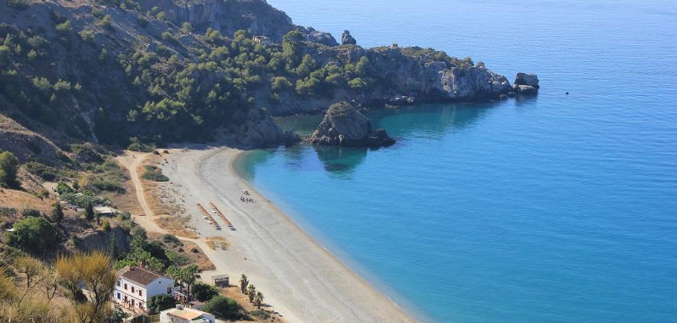 16 playas singulares de Málaga que no puedes perderte este verano