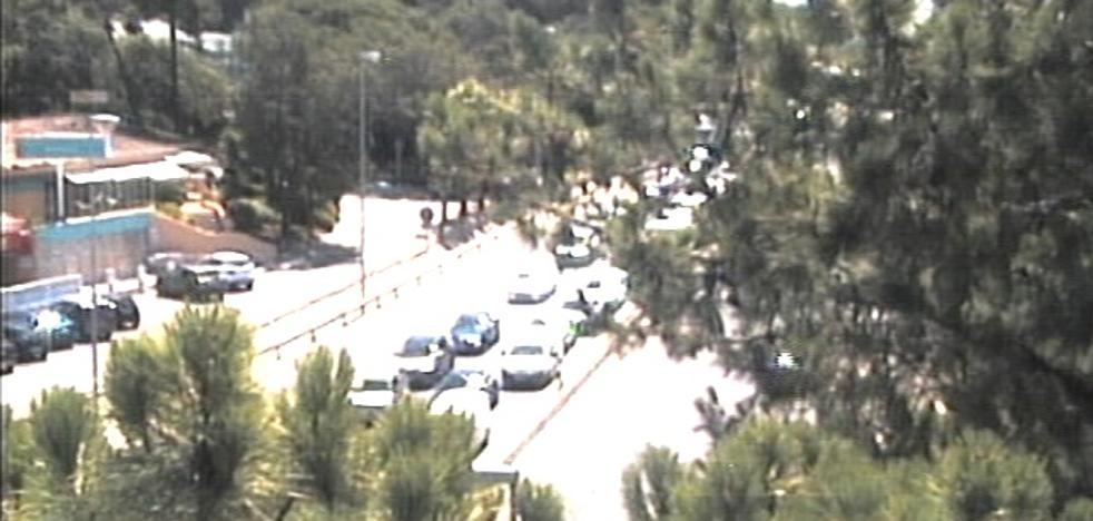 Un accidente en la A-7 de Marbella corta un carril y provoca varios kilómetros de retenciones a la altura del Hospital Costa del Sol