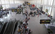 Cuatro detenidos por robar 12.000 euros en el aeropuerto simulando que eran pasajeros