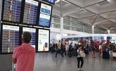Detienen en el aeropuerto Málaga a un hombre cuando pretendía llevarse a sus hijos a Irlanda