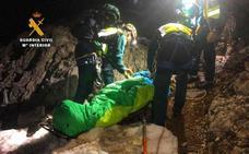 Diez horas para rescatar a una montañera malagueña que se cayó en los Picos de Europa