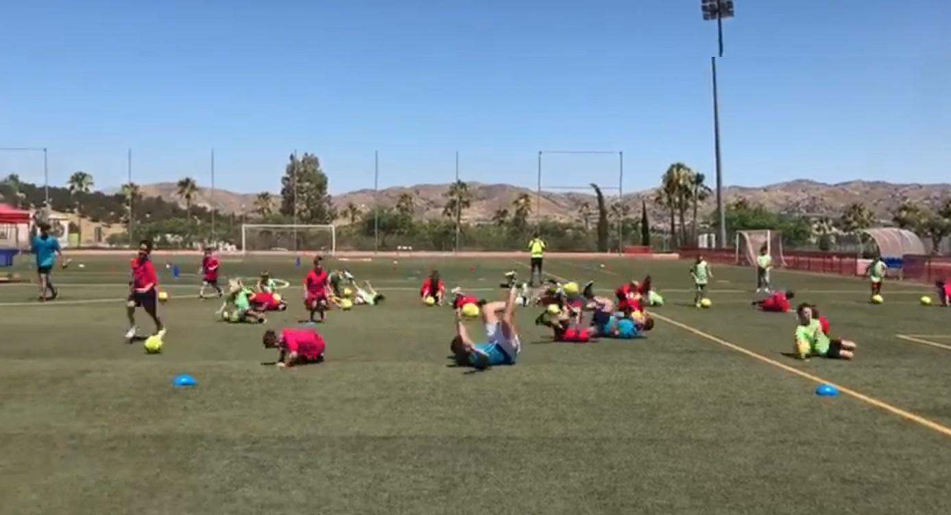 Nueva moda en los campus de fútbol: caerse como Neymar