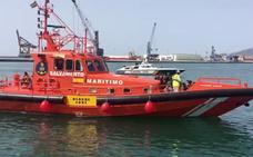 Trasladan a Málaga a 80 personas rescatadas de dos pateras