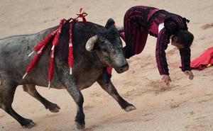 Javier Castaño sufre una grave cornada en Pamplona