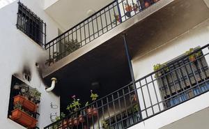 Desalojan un bloque en Antequera tras un incendio