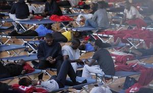 Vuelven a habilitar el polideportivo de Tiro de Pichón para albergar a las personas rescatadas ayer en pateras y trasladadas a Málaga