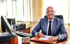 Pablo Lara, presidente de los decanos de Medicina de España