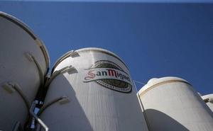 San Miguel invierte 3,9 millones de euros en un año para mejorar su fábrica de Málaga