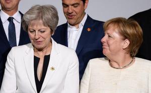 La grieta 'tory' persigue debilitar a May para alcanzar un 'brexit' abrupto