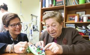 El Ministerio de Trabajo quiere reponer la cotización a cuidadoras no profesionales de personas en situación de dependencia