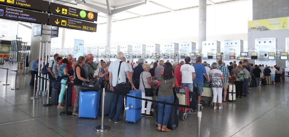 El aeropuerto de Málaga ralentiza su crecimiento y cierra el semestre con un 3% más de viajeros