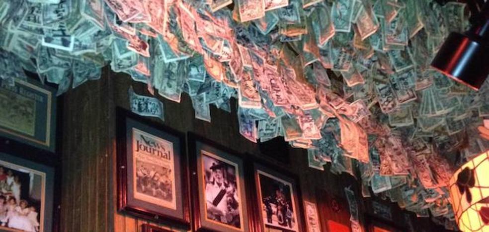 El bar del millón de dólares colgado del techo